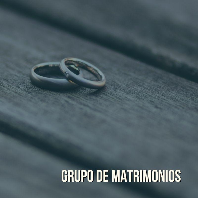 Grupo de matrimonios